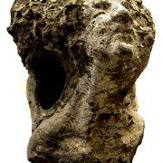 Madre, scultura di Enrico Ferrarini (marmo, 70x90x70 cm)