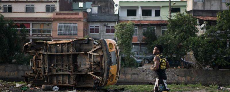 Popole Misenga si allena vicino a casa sua, a Rio de Janeiro, il 27 maggio. (Felipe Dana, Ap/Ansa)