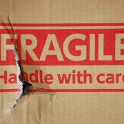 Fragile, se si vuole un giudizio critico