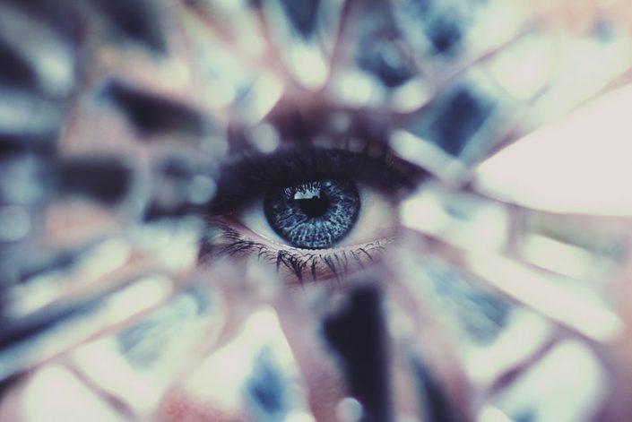 La poesia in un romanzo profezia privata - Poesia lo specchio ...