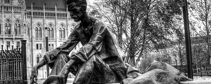 La statua di Attila Jozsef